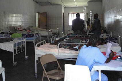 Farmaceuticos en Accion Cubal Angola Hospital